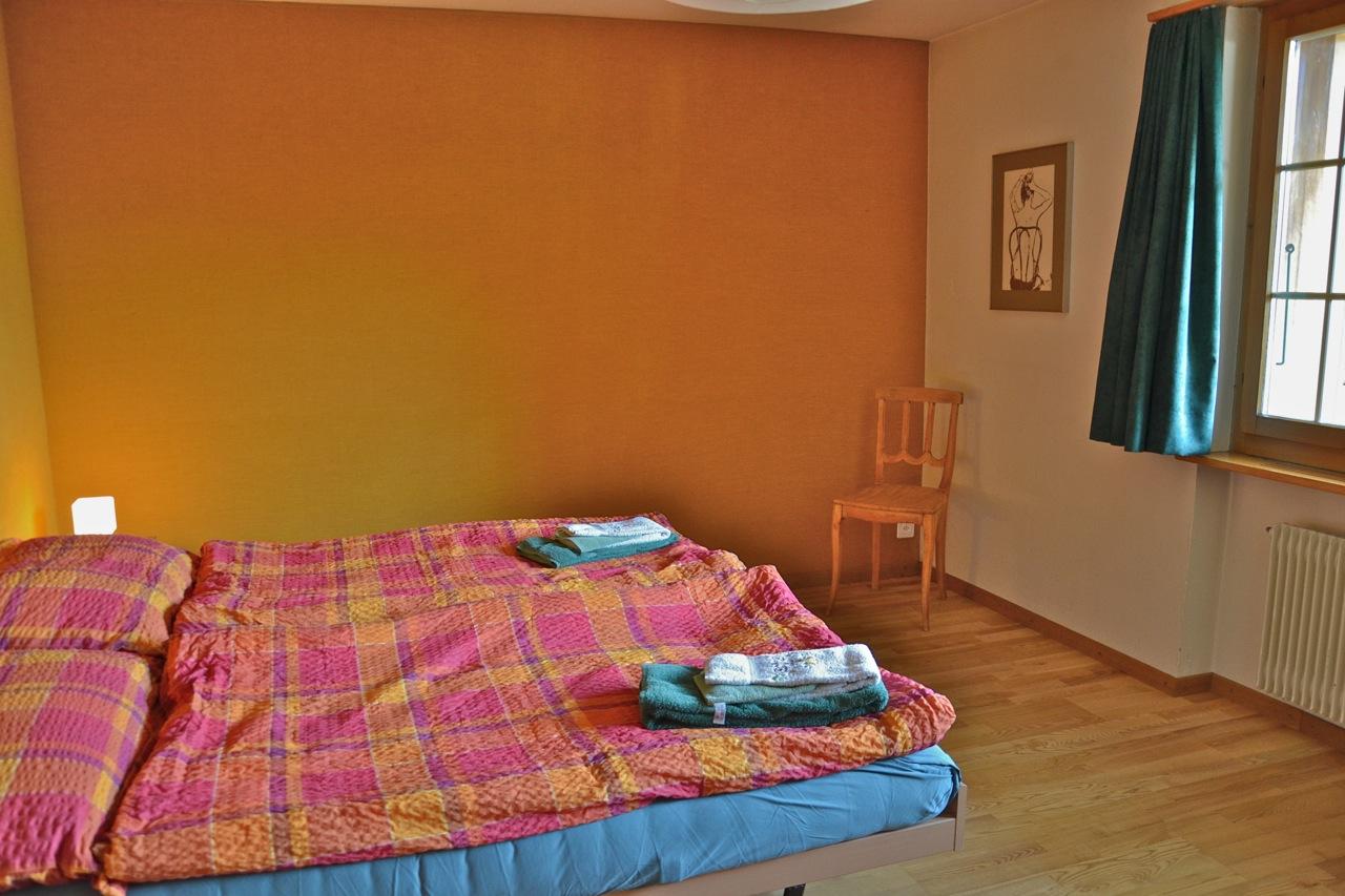 Schlafzimmer unten Bett und Wand