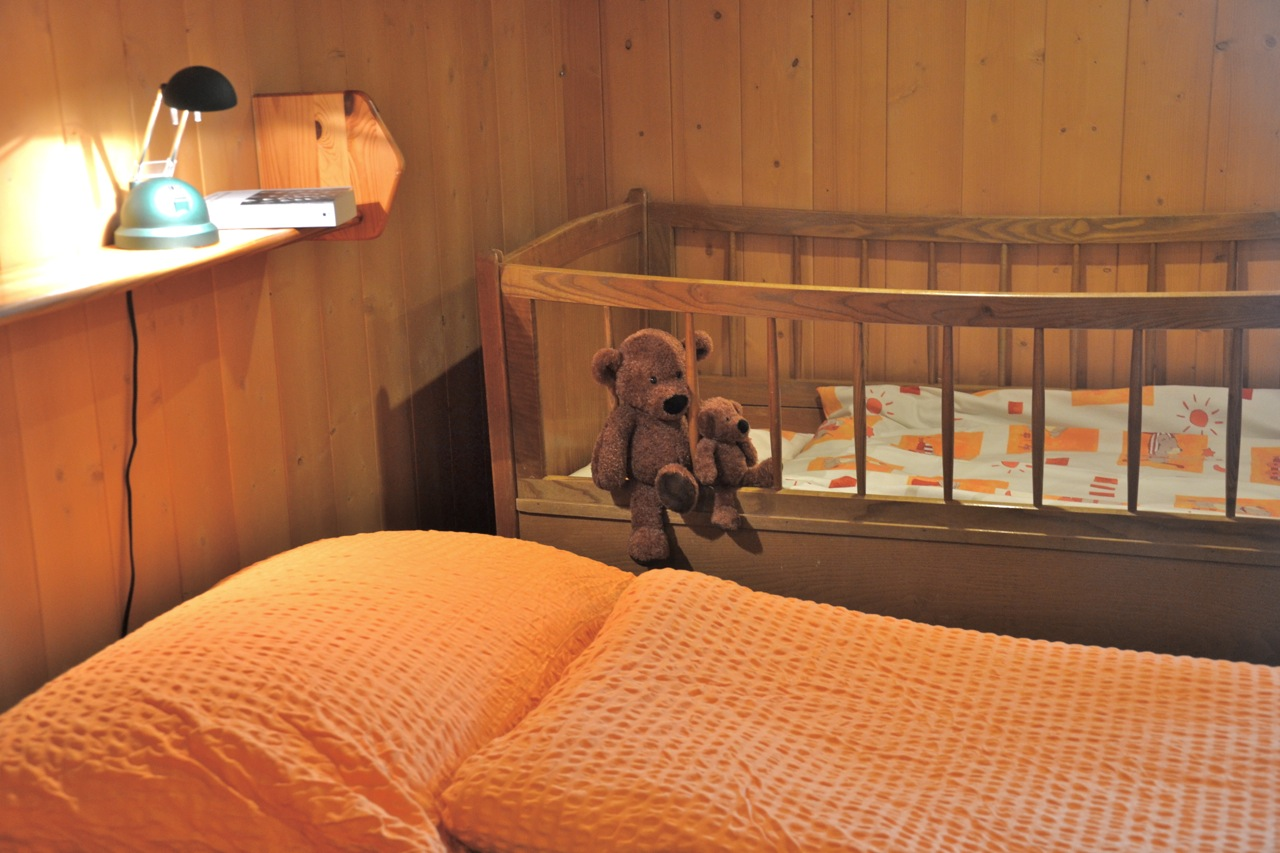 same bedroom with cot