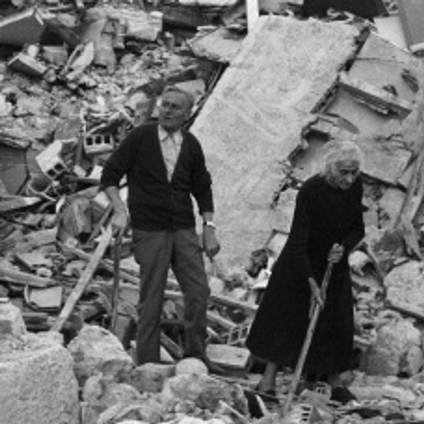 Friuli after the earthquake in May 1976 – Two elderlies among the rubble; destroyed houses Friuli, terremoto del maggio 1976 – Anziani tra le macerie; abitazioni distrutte *** Local Caption *** ***SPECIAL FEE APPLIES***