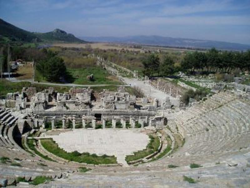 800px-Ephesos_amphitheatre