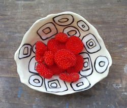 porcelain berry dish