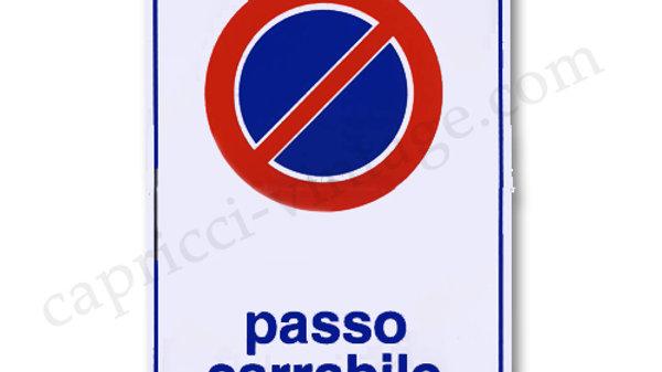 イタリア語看板「自動車出入り口につき駐車禁止」/PASSO CARRABILE 青BLUE