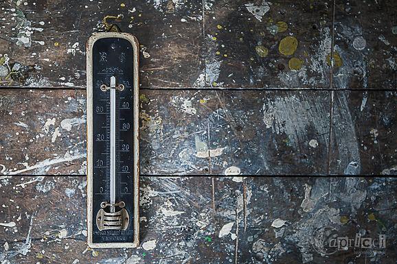 イタリアの古い温度計