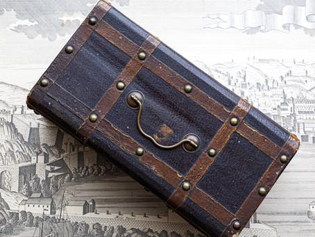 鍵つきのフランスの古い箱