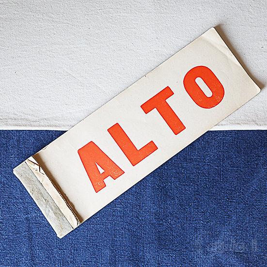 イタリア語の小包のタグ ALTO