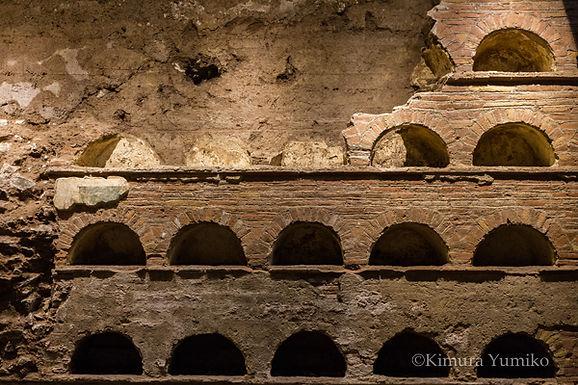 ワイン蔵がお墓に通じていたら・・・