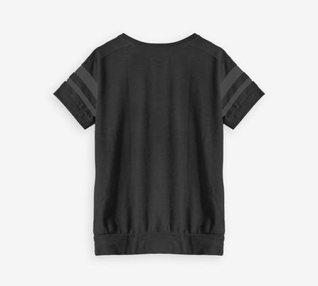 黒のスポーツシャツ