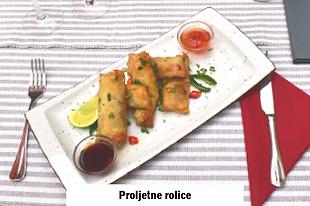 kineska hrana proljetne rolica u Dida Boža azijskom restoranu u Vodicama
