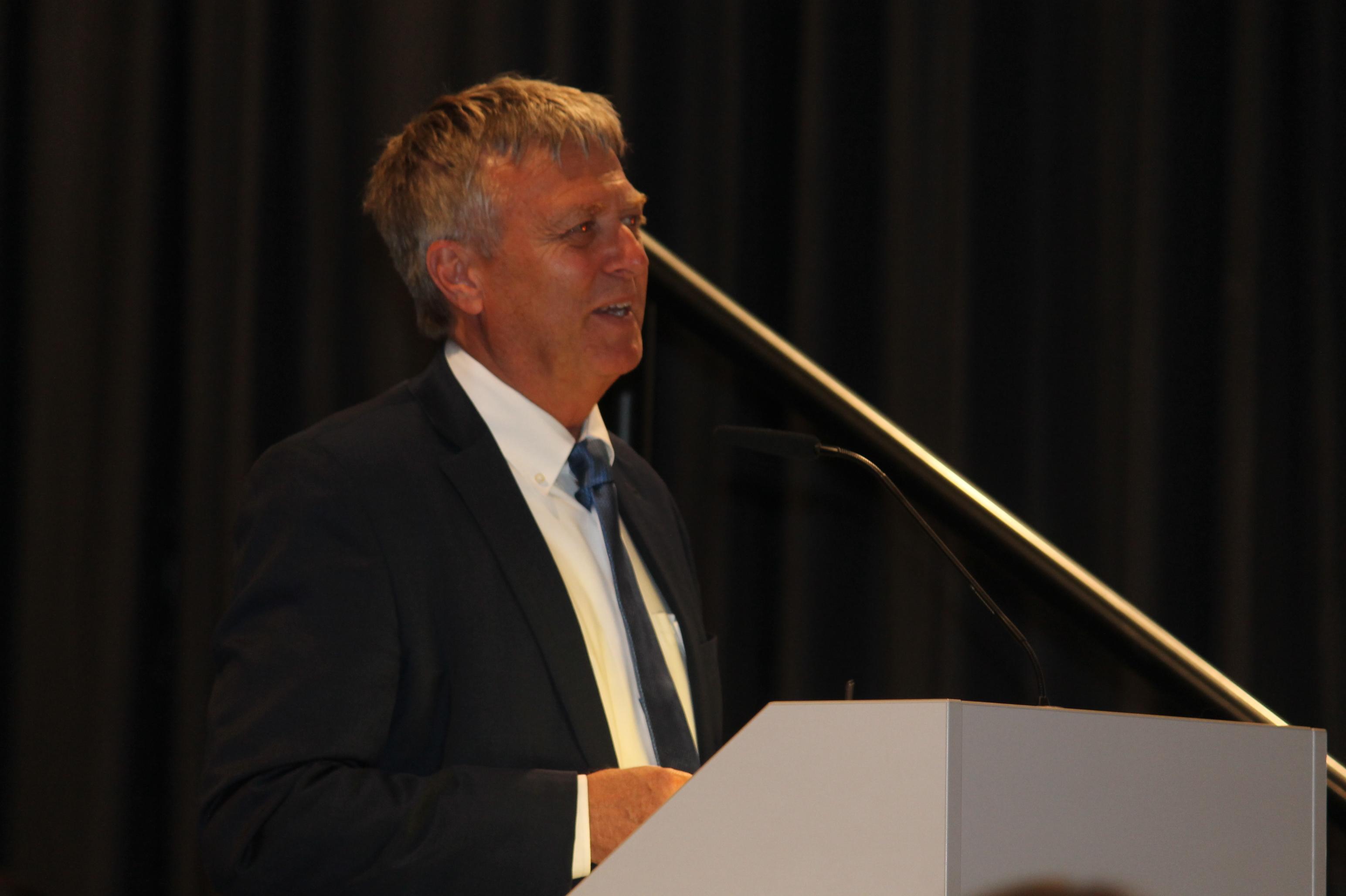 Schulleiter Dr. Roland Plehn