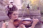 violoniste classique, violon italien, fleurs en tissus, perles, coiffure marie-antoinette, marquise, duchesse, robe marquise, costume historique, costume de bal, musique baroque, concert, spectacle france