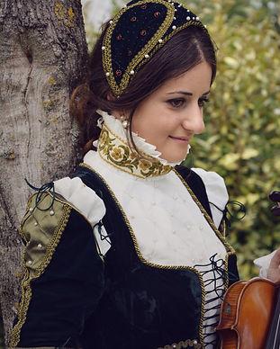 Agence artistique Paris, violon, renaissance robe, musicien Paris, fille, robe, violon, violin