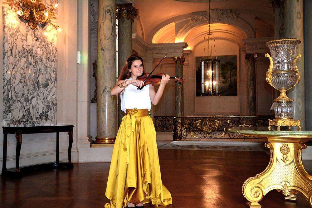 Shangri La Paris Hotel event music in france robe dorée violoniste paris violinist