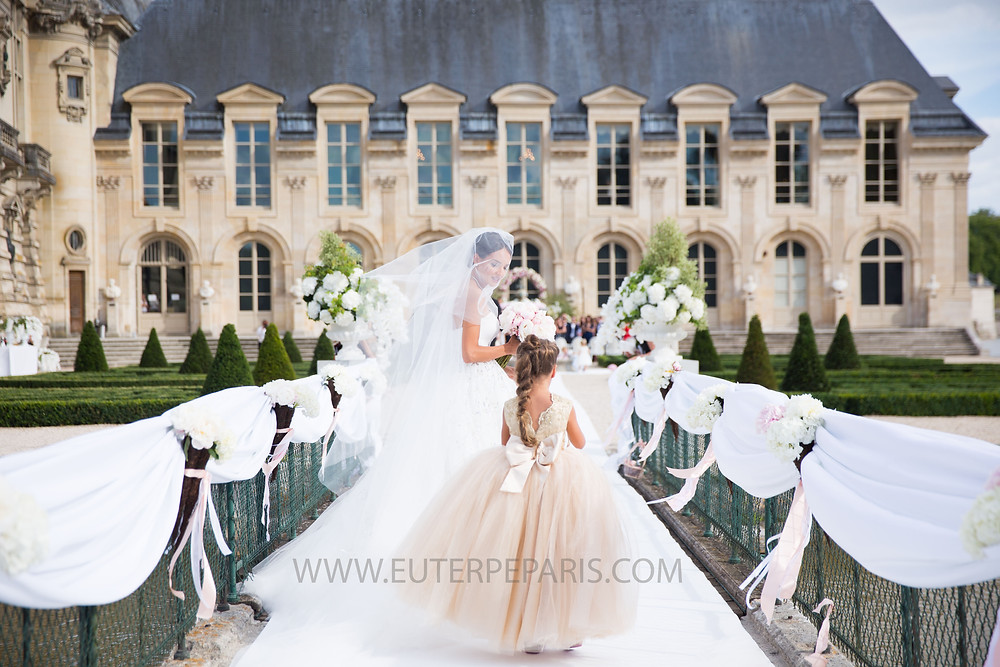 Chateau de Chantilly, exterieur, bridal, bride, cour, luxury wedding, euterpe paris, violoniste