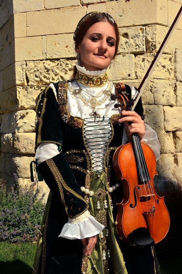 Violoniste e costume d'époque, histoique robe, immersive show