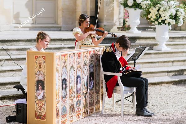 Chateau Chantilly, Napoléon et Joséphine spéctacle, costume historiue Napoleon Bonaparte, Lettres d'amour de Napoléon, Joséphine, décor, luxury privat concert, comedien violoniste pianiste, pianiste, spéctacle de poche paris