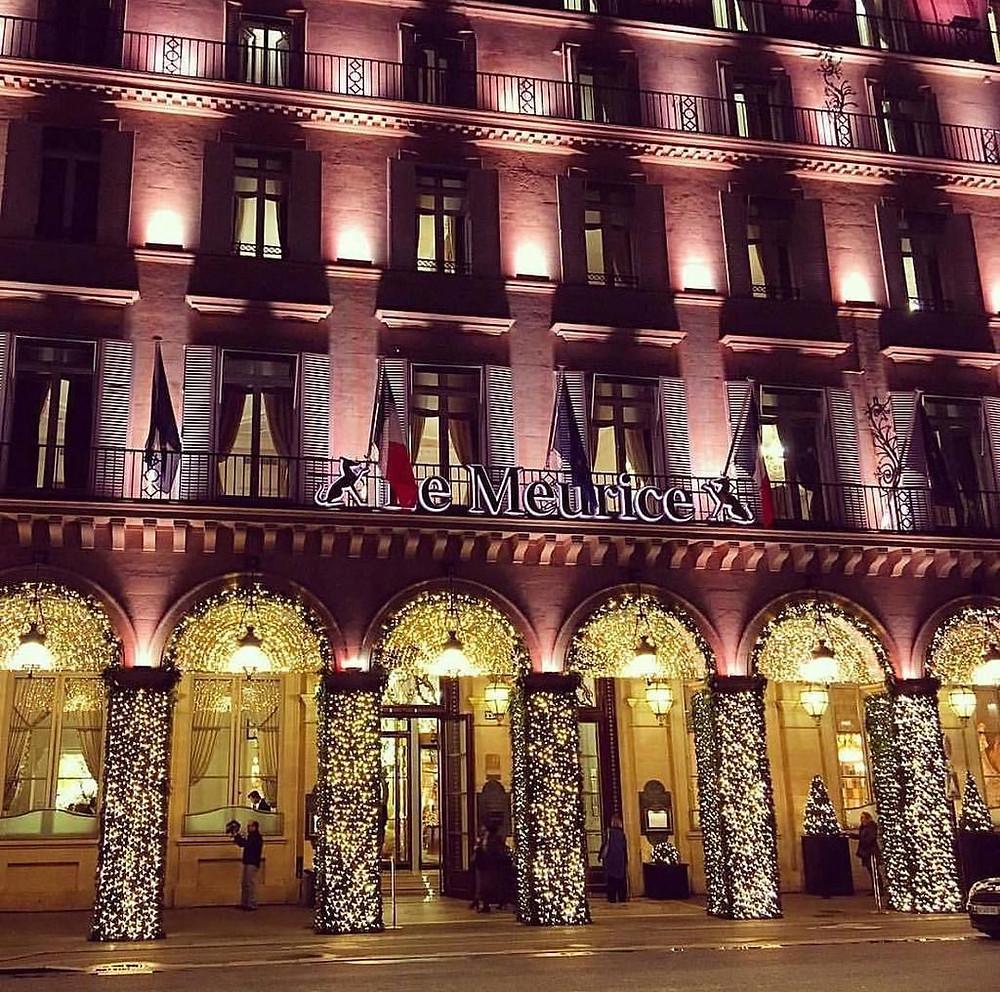 Facade Le Meurice Paris Palace Parisienne Noel Decoration Christmas facade Drapeau