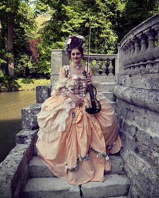 Marie-Antoinette, violoniste, electrique violon, yamaha, chateau, chateau armenonville, concert evenementiel