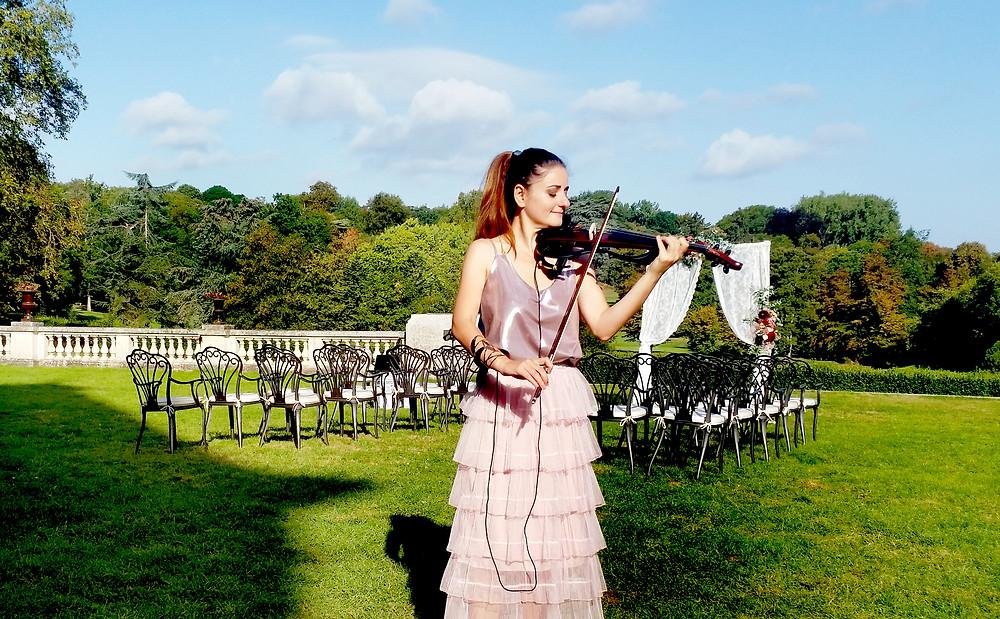 Euterpe Violinist in Chateau Bouffémont , wedding ceremony music, musique cérémonie de mariage, paris, chateau, electric violinist paris