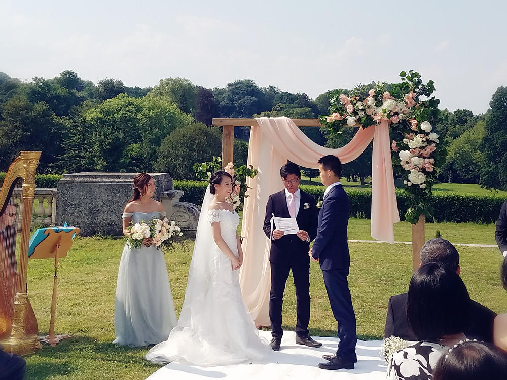 bride, wedding ceremony in france, wedding ceremony in chateau bouffémont, harpe, harp, violin , officiant ceremony