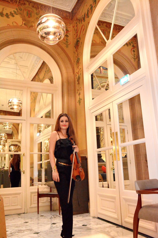 Violoniste Hall Opera Hilton Paris Cocktail Musicienne classique Paris Mariage Reception Weddign music Wedding planner Elegente