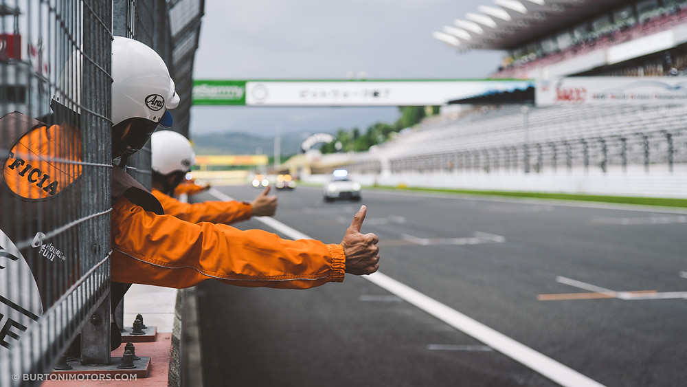 Race officials signaling all good for start of race