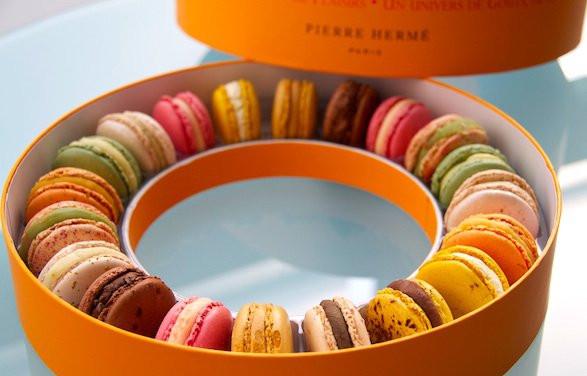 https://bonjourparis.com/food-and-drink/paris-macarons-laduree-pierre-herme-gerard-mulot/