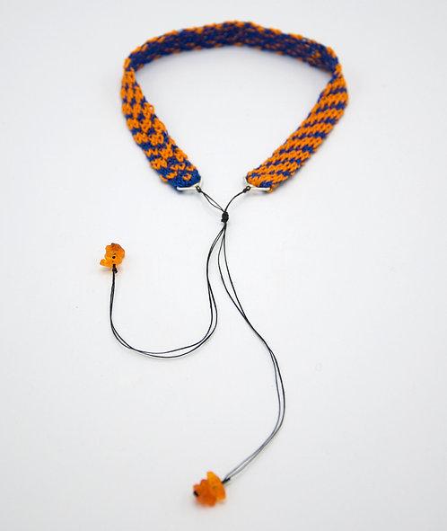 Tour de cou tricoté Queen of Waste medium orange et bleu