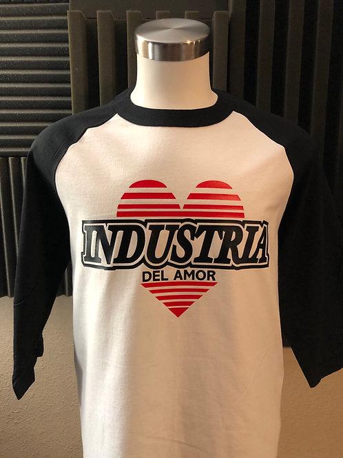 Camisa blanca con mangas negras