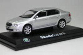SKODA SUPERB 2008 1:43 DIAMANTSILBER