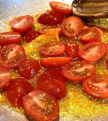 Tomates-cerises et écorces d'orange.jpg