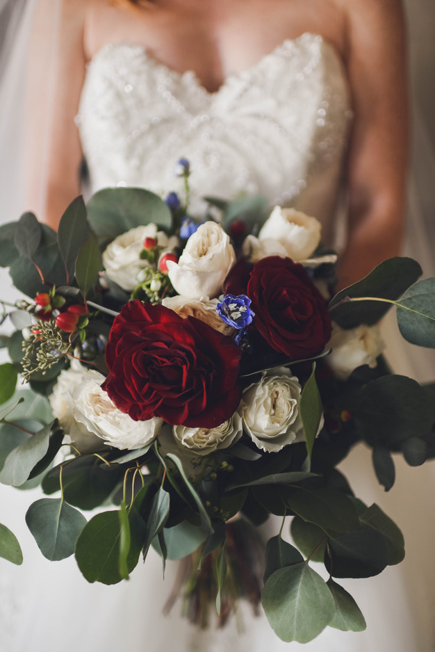 The bouquet is an important accessory.