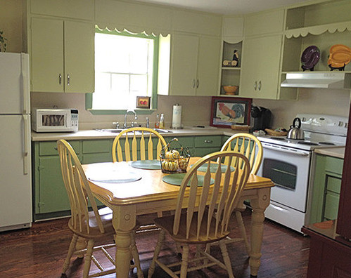 Full kitchen with oven, microwave, and Keurig.