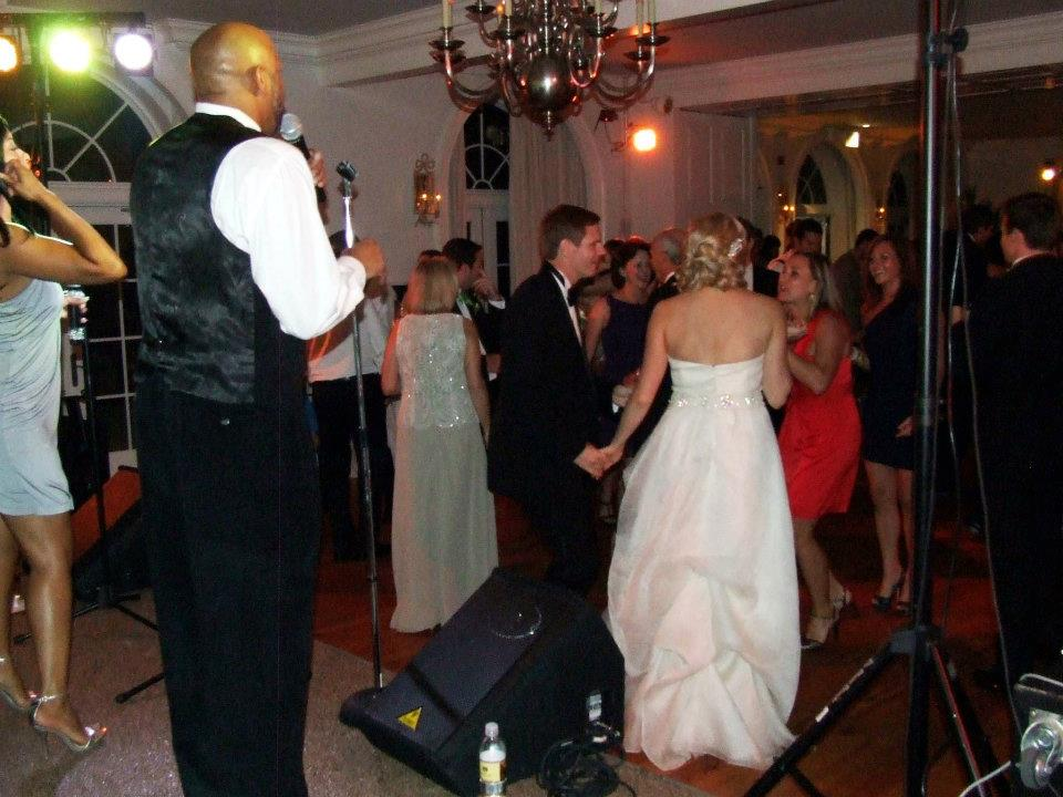 Mr Mrs Scott Larson_ Dance with Guest