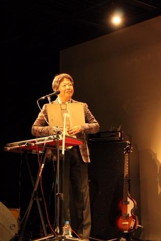 7月11日横浜O-SITEのギター弾き語りライブですが、夜の部、17時半からのライブを同時配信することが決まりました。