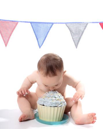 Cake smash photos @ Photos with Sarah