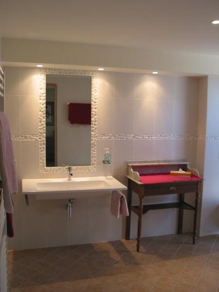 Salle de bain conçue pour les personnes à mobilité réduite