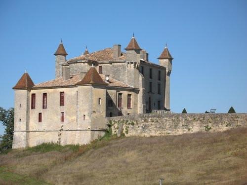 A côté de TIFAYNE, le château de Monbadon