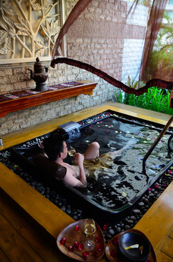 Interactive spa tour featuring CHI, The Spa's jacuzzi