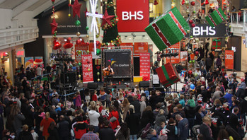 The first time I played at the Cambridge Christmas Lights... I remember this gig quite well... had such a great time