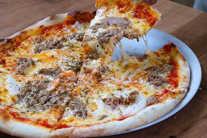 pizza de atun y cebolla.jpg