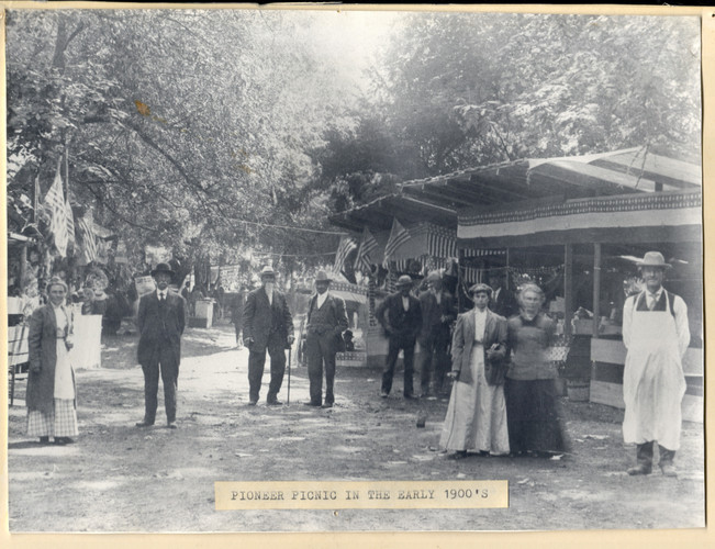 Early Pioneer Picnic Goers