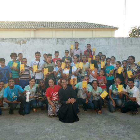 Missionários do Movimento Auxilia participam de retiro para crismandos em Cumbe-SE