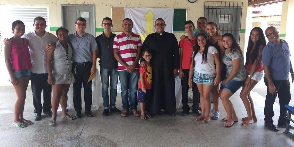 Almoço da juventude realizado em Telha contando com a presença de Pe. Paulo e Pe. Márcio.