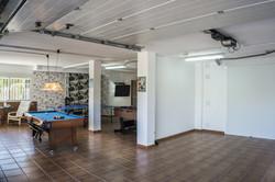 Pokój dzienny z garażem