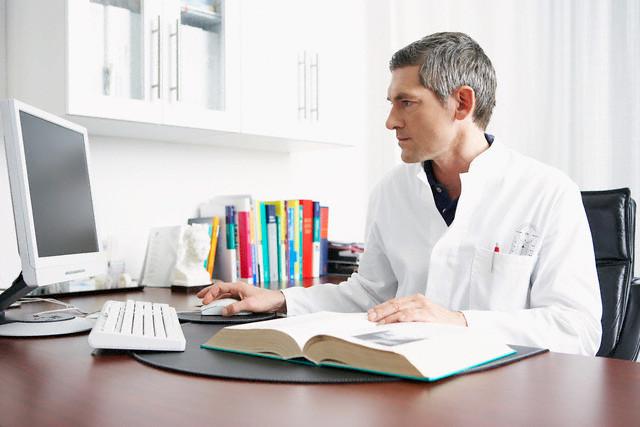 leyendo mercadotenica para médicos