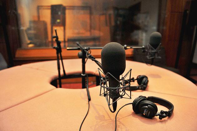 Médicos invirtiendo en radio