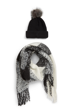 hat + scarf.png