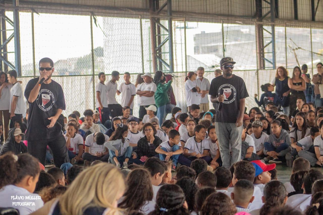 Protesto&Poesia na escola Thereza Maciel