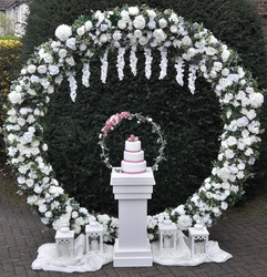 Hermione arch with pedestal, cake hoop and lanterns