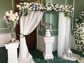 Isabella arch with pedestals, candelabra and cake hoop